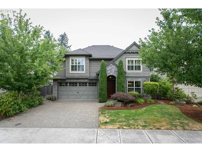 Lake Oswego Single Family Home For Sale: 5455 Langford Ln