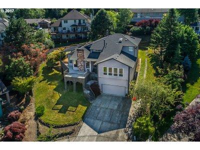 Gresham Single Family Home For Sale: 403 SE 14th Ct