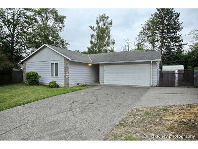 Troutdale Single Family Home For Sale: 214 SE Sweetbriar Ln