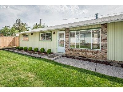 Portland Single Family Home For Sale: 7345 SE Sherrett St