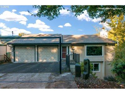 Portland Single Family Home For Sale: 2805 SW Bertha Blvd