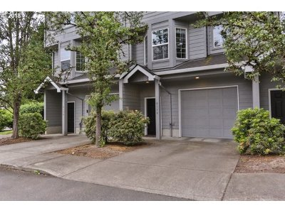 Milwaukie Condo/Townhouse For Sale: 6174 SE Lake Rd
