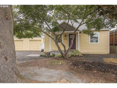 Milwaukie Single Family Home For Sale: 2055 SE Maple St