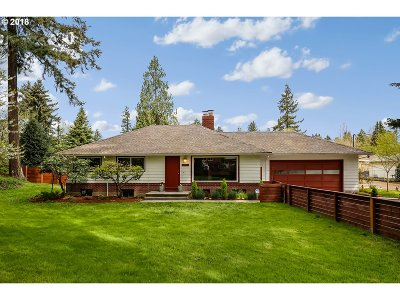 Milwaukie Single Family Home For Sale: 5453 SE Harlene St
