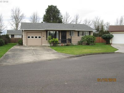 Woodburn Single Family Home For Sale: 2270 Country Club Ter