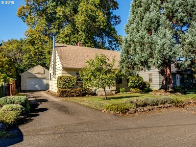 Portland Single Family Home For Sale: 7105 SE 44th Ave