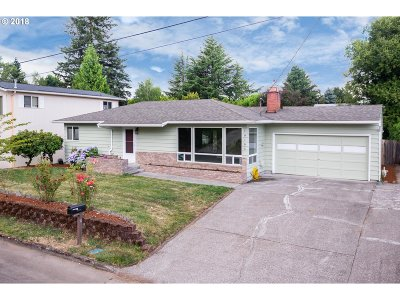 Milwaukie Single Family Home For Sale: 10185 SE 38th Ave