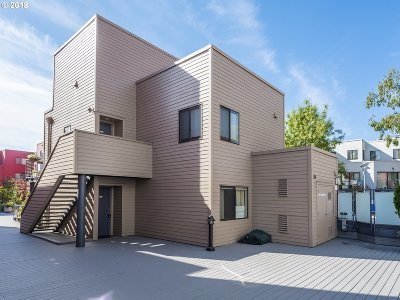 Condo/Townhouse For Sale: 1010 NW Naito Pkwy #M19