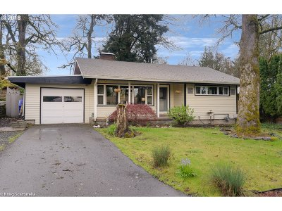 Milwaukie Single Family Home For Sale: 4620 SE Allen Rd