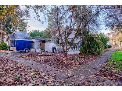 Salem Single Family Home For Sale: 975 18th St NE