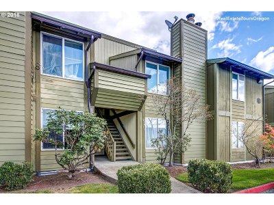 Hillsboro Condo/Townhouse For Sale: 2330 SE Brookwood Ave #214