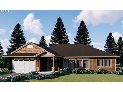 Roseburg OR Single Family Home For Sale: $379,000
