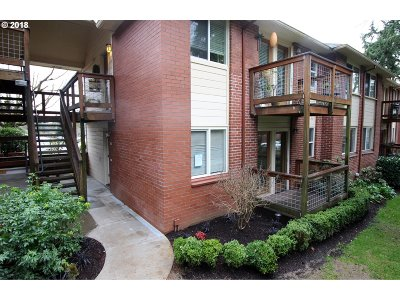 Lake Oswego Condo/Townhouse For Sale: 520 S State St #5B