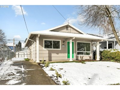 Portland Single Family Home For Sale: 3817 SE 69th Ave
