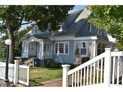 Single Family Home For Sale: 818 SE Blakeley Ave