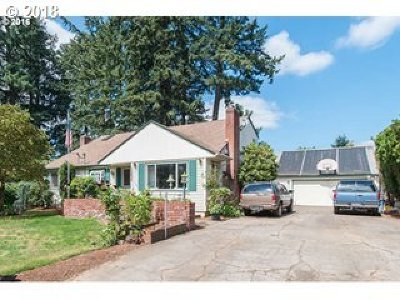 Single Family Home For Sale: 13635 SE Salmon St