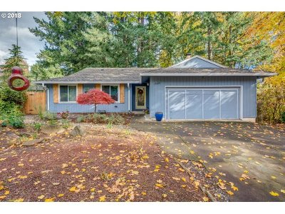 Lake Oswego Single Family Home For Sale: 19220 Red Wing Ct