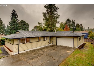 Milwaukie Single Family Home For Sale: 18281 SE Addie St
