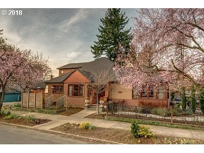 Single Family Home For Sale: 6029 NE Broadway St