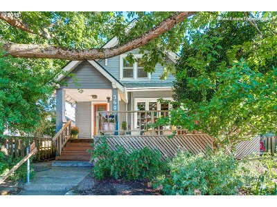 Portland Single Family Home For Sale: 3609 SE Center St