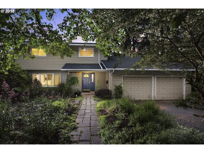 Lake Oswego Single Family Home For Sale: 154 Berwick Rd
