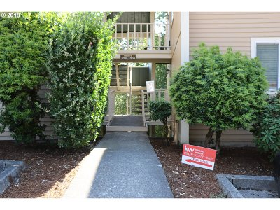 Clackamas Condo/Townhouse For Sale: 12650 SE 110th Ct