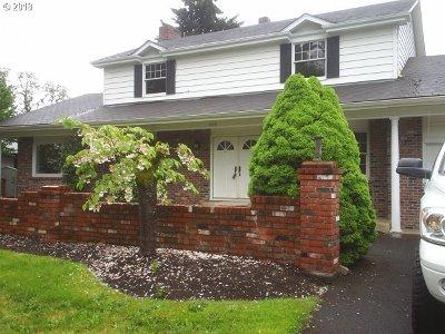 Springfield Multi Family Home For Sale: 660 Aspen St