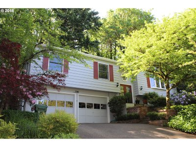 Lake Oswego Single Family Home For Sale: 17310 Canyon Dr