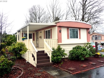 Eugene Single Family Home For Sale: 1400 Candlelight Dr Space #203