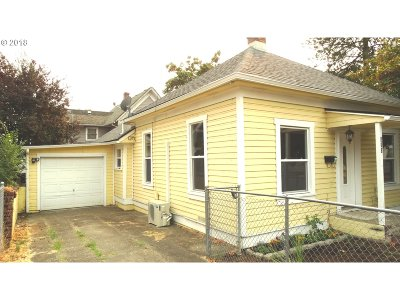 Roseburg Single Family Home For Sale: 513 SE Rice Ave