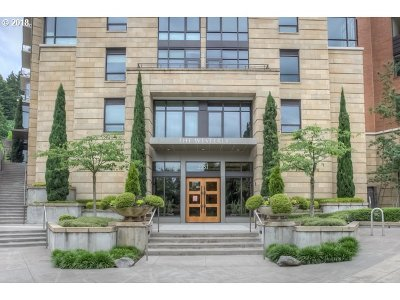 Portland Condo/Townhouse For Sale: 2351 NW Westover Rd #506