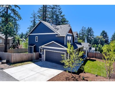 Portland Single Family Home For Sale: 4936 SW Pomona St