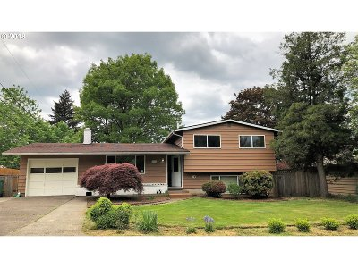 Multnomah County Single Family Home For Sale: 3721 SE 166th Pl