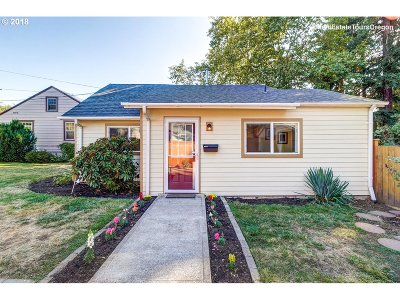 Milwaukie Single Family Home For Sale: 10449 SE 29th Ave
