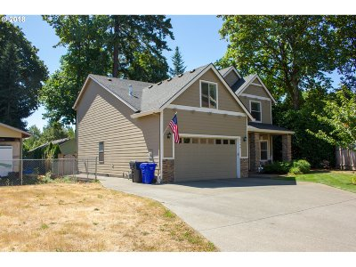 Milwaukie Single Family Home For Sale: 5190 SE Castle Rock Ct