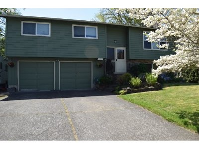 Milwaukie Single Family Home For Sale: 15321 SE Bilsher Ct