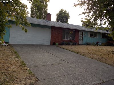 Portland Single Family Home For Sale: 7612 SE 103rd Ave