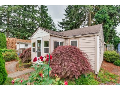 Milwaukie, Gladstone Single Family Home For Sale: 7914 SE Overland St