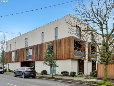 Condo/Townhouse For Sale: 636 NE Knott St