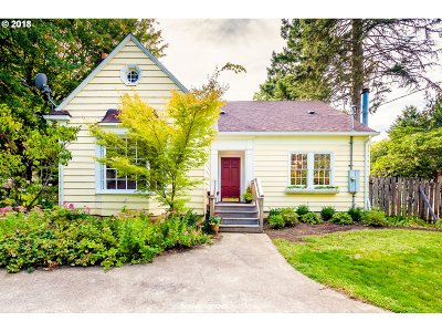Lake Oswego Single Family Home For Sale: 17 Laurel St