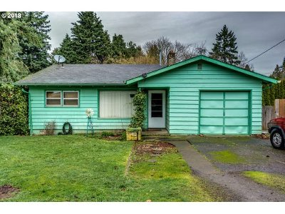 Milwaukie, Gladstone Single Family Home For Sale: 5737 SE Harlene St