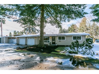 Portland Single Family Home For Sale: 1211 SE 111th Ave