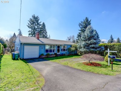 Milwaukie, Clackamas, Happy Valley Single Family Home For Sale: 5690 SE Waymire St