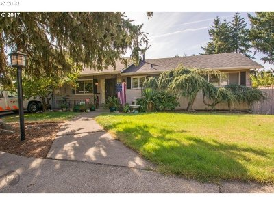 Portland Single Family Home For Sale: 65 NW 107th Ave