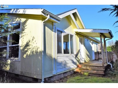 Bandon Single Family Home For Sale: 887 12th Ct SW