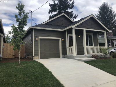 Single Family Home For Sale: 11601 SE Salmon St