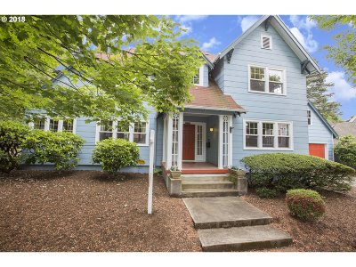 Portland Single Family Home For Sale: 2426 SE Market St