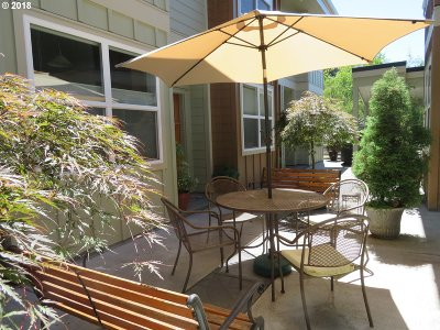 Multnomah County Condo/Townhouse For Sale: 7520 SE Milwaukie Ave #201