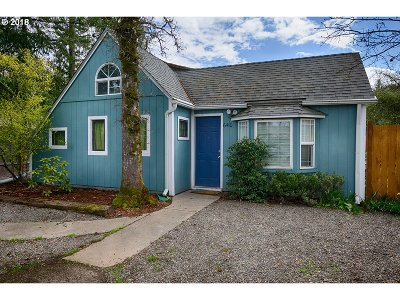 Milwaukie, Gladstone Single Family Home For Sale: 6410 SE Jennings Ave