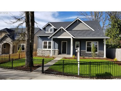 Milwaukie Single Family Home For Sale: 3225 SE Concord Rd
